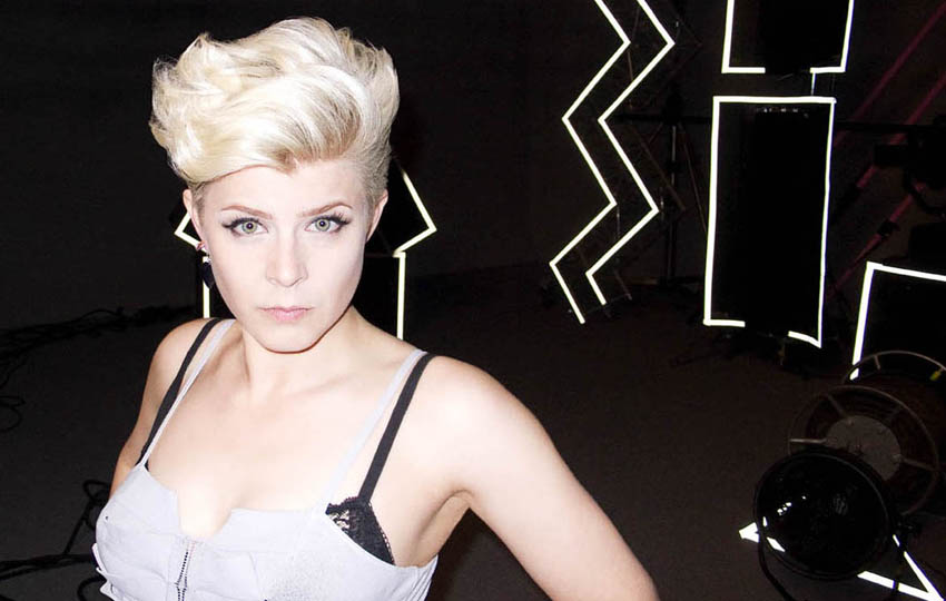 Robyn - Do You Really Want Me (Show Respect)